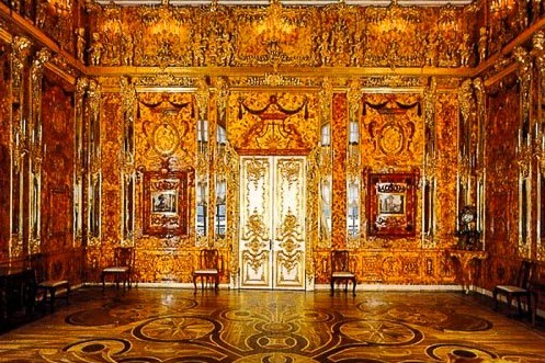 "The tsars' famous ""Amber Room,"" St. Petersburg. Photo: Anna or ""I Love Travel,"" ITravelSPB, on Twitter. (Direct website link embedded within.) [Photo lightly cropped by me.]"
