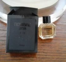 Nombre Noir EDP mini. Photo: ebay seller, minuochette.5571.5571. Photo lightly cropped by me.)