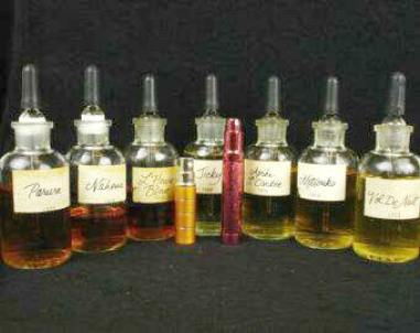 "Dram bottles of various Guerlain EDCs decanted in-store in the U.S. in the 1980s. Source: Etsy seller, ""HardToFindPerfumes."""