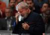 L'ex-président brésilien Lula pleure durant une messe à l'occasion du 1er anniversaire de la mort de sa femme Marisa à Sao Bernardo do Campo, près de Sao Paulo, le 3 février 2017.