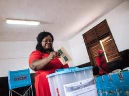 Une électrice camerounaise le 7 octobre 2018 à Yaoundé   AFP   ALEXIS HUGUET