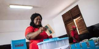 Une électrice camerounaise le 7 octobre 2018 à Yaoundé | AFP | ALEXIS HUGUET