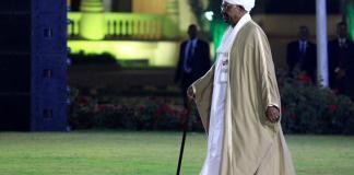 Le président soudanais Omar el-Béchir s'apprête à prononcer son discours à la nation, à la veille du 63e anniversaire de l'indépendance du Soudan (décembre 2018)