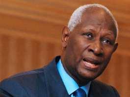 Abdou Diouf soumis à une fouille corporelle