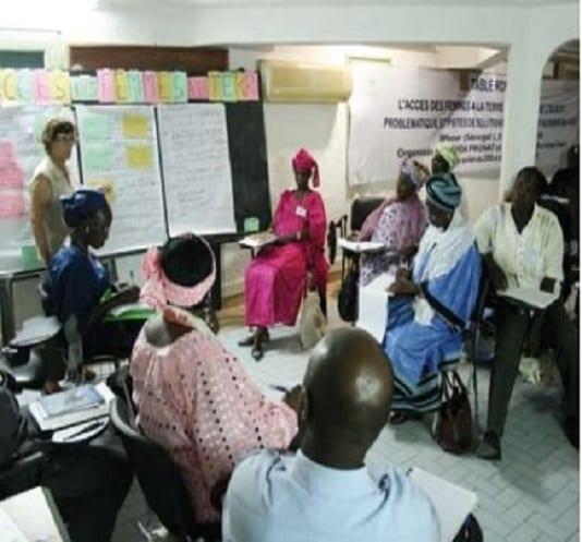 table ronde sur l'accés des femmes au foncier