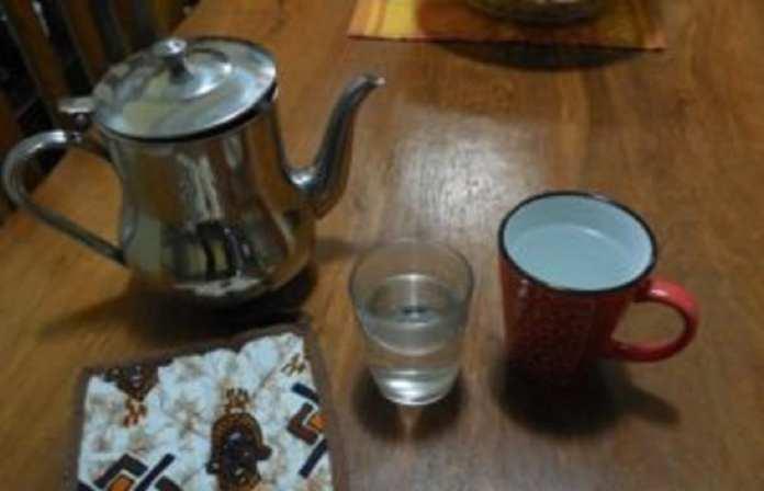 Rien ne prouve que l'eau chaude « est efficace à 100 % » pour guérir plusieurs maladies. (Photo : Coumba Sylla)