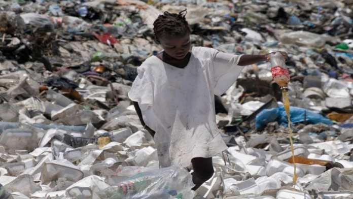Des acteurs appellent le Gouvernement à différer l'application de la Loi sur le plastique
