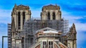 chantier de reconstruction de Notre-Dame interrompu