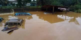 Pluies diluviennes à Grand Lahou emportent des maisons du quartier Dioulabougou ++