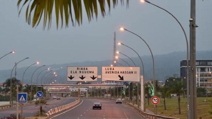 Une autoroute dans la ville moderne de Malabo II, extension de la capitale historique de la Guinée équatoriale Malabo, le 25 janvier 2015