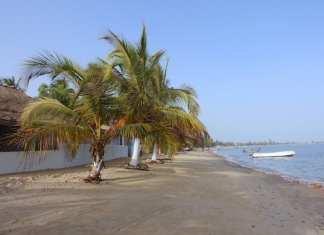 Sénégal Superbe plage de Carabane en Casamance.