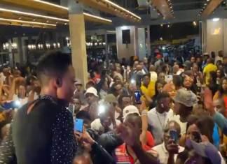 News Cafe va enquêter sur les allégations `` emballées '' Le concert de Nomcebo Zikode a enfreint les règles de Covid-19
