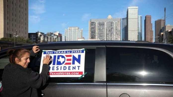 Une partisane de Biden au Texas, où un avantage en espèces lui a permis de dépenser l'argent de sa campagne