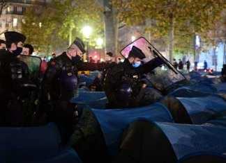 évacuation de migrants à Paris suscite l'indignation