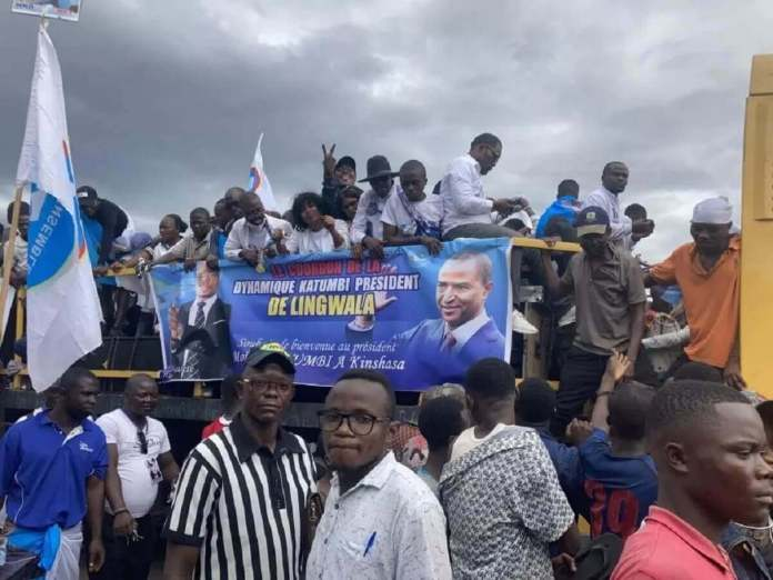 katumbi2_0-Le cortège de Moïse Katumbi à la sortie de l'aéroport de Kinshasa