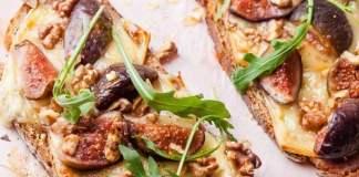 tartines-de-figues-roties-au-miel-et-raclette