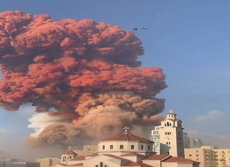L'énorme explosion a été capturée dans les images des médias sociaux après qu'une éruption initiale - Kafunel.com - plus petite a attiré l'attention des résidents