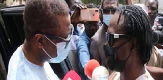 senegalais-rendent-hommage-au-chanteur-thione-ballago-seck