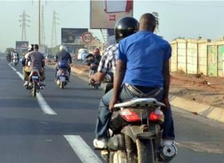[Reportage] Solution aux embouteillages à Dakar www.kafunel.com les livreurs «Tiak-Tiak» à l'assaut du secteur du transport