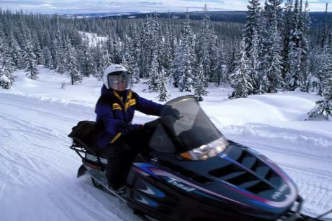 Tips on avoiding snowmobile accident this winter
