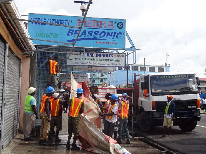 M&CC workers dismantling Brassonic's illicit shed.