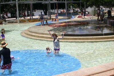 サウスバンクの人工砂浜プール。子ども用水遊びエリア