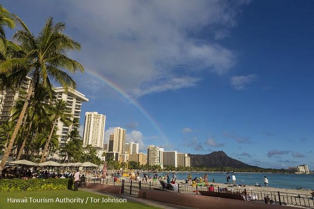 虹が出たハワイのビーチ