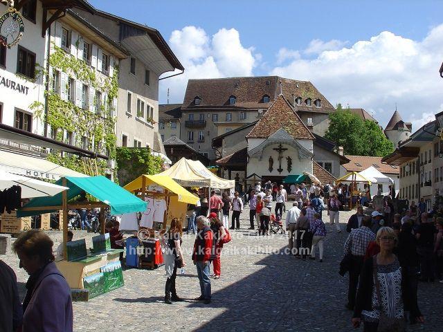 小さくて可愛らしいので、観光客にも人気のグリュイエール村