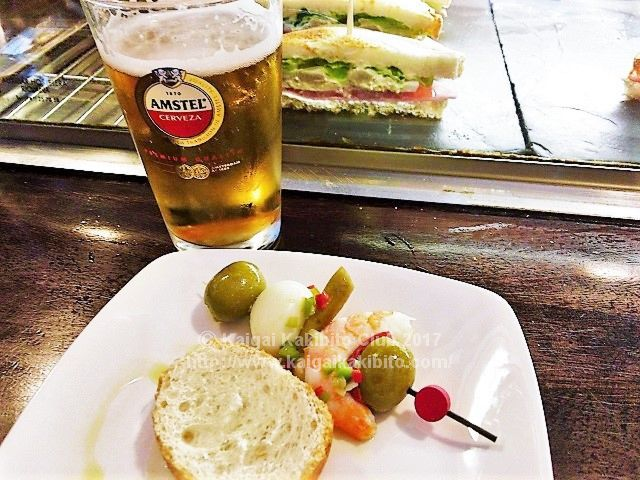 バスク地方のバルのピンチョスとビール