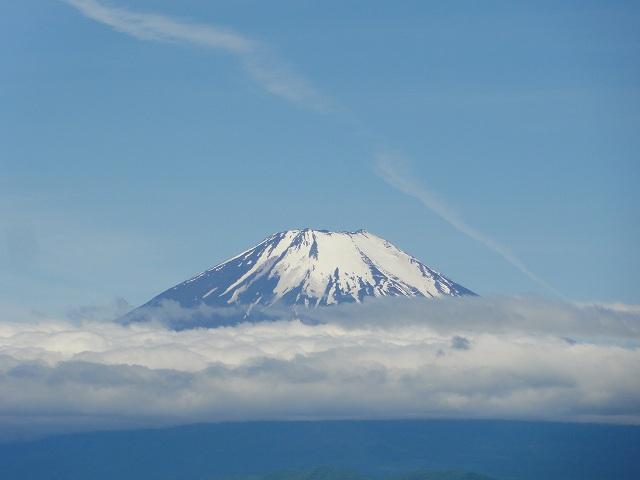 丹沢表尾根縦走ルートの三の塔から眺める富士山のアップ