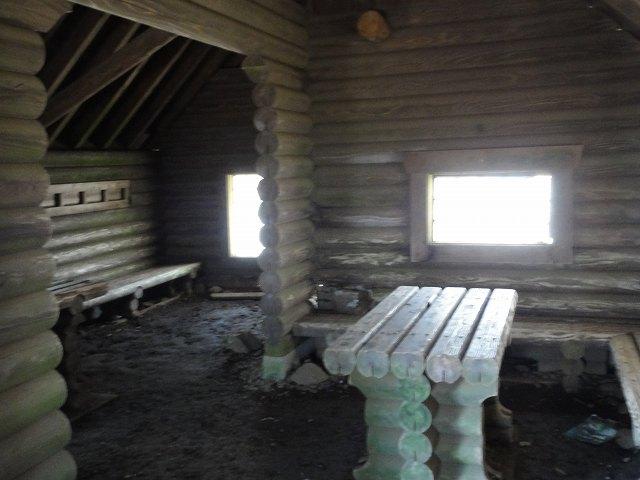 丹沢表尾根縦走ルートの三の塔の避難小屋
