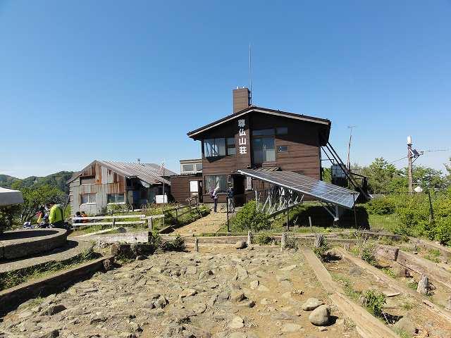 塔ノ岳山頂の尊仏山荘