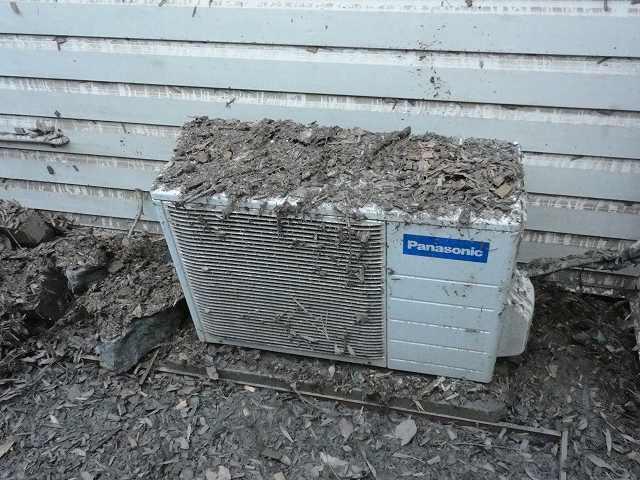 洪水後のエアコン室外機