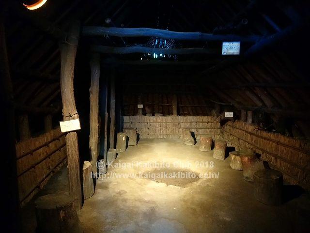 東京都埋蔵文化財センターの竪穴式住居の内部