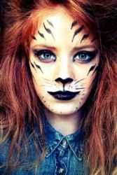 DIY Halloween Makeup Looks #halloween #halloweencostume #diy #diyhalloweencostume #diycostume #makeupideas #halloweencostumes #facepaint #makeup #tiger #tigercostume #animalcostume #animal #kainspired