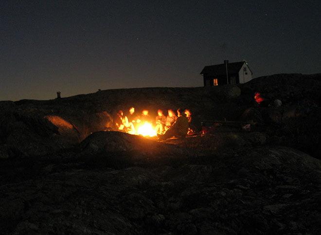 Nattsud vid elden