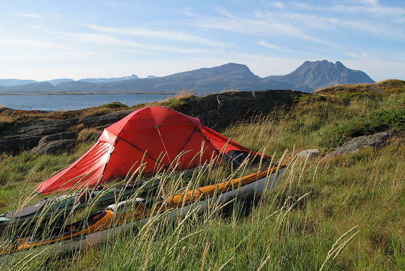Tältplats på Slapøy, fint att ha Dönnamannen så nära