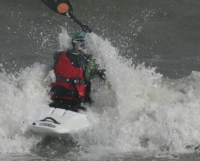 Pia slåss med vågorna på vägen ut