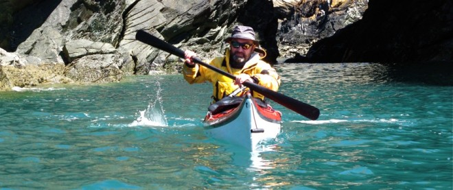 Black Light paddle på besök i Wales.
