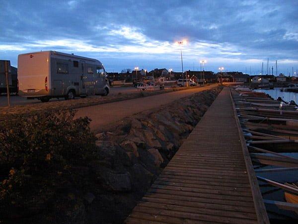 Husbil i Torekovs hamn