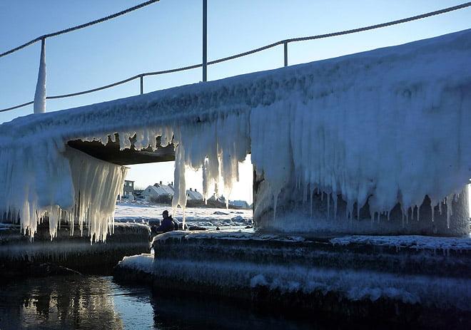 Isigt på bryggan inne i Torekov