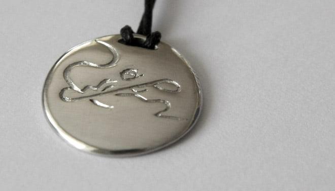 Silversmycke med kajaksurfare