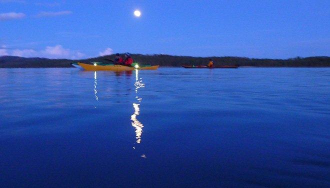 Kvälls- och nattpaddling på Flosjön.