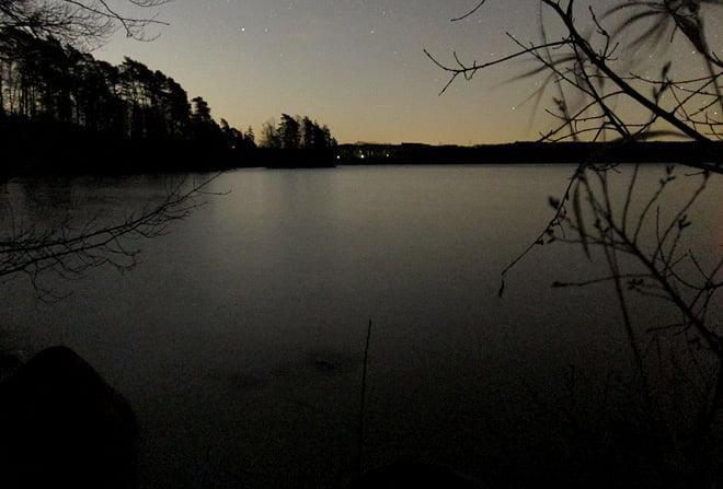 Stilla och plattvatten på Rössjöns norrsida