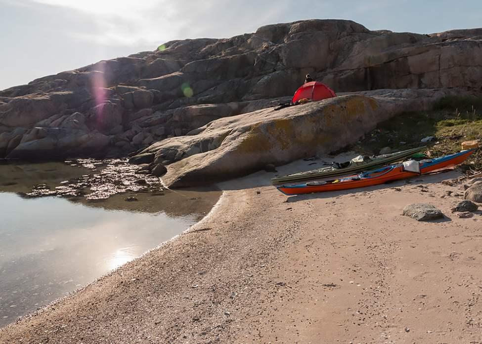 Fin strand och tältplats