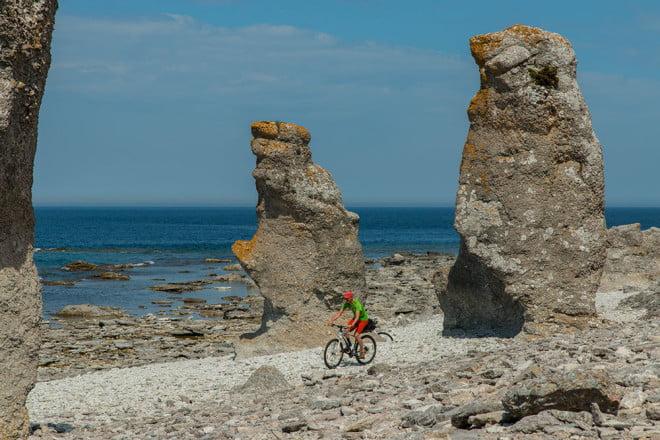 Cykling bland Raukarna, kool miljö