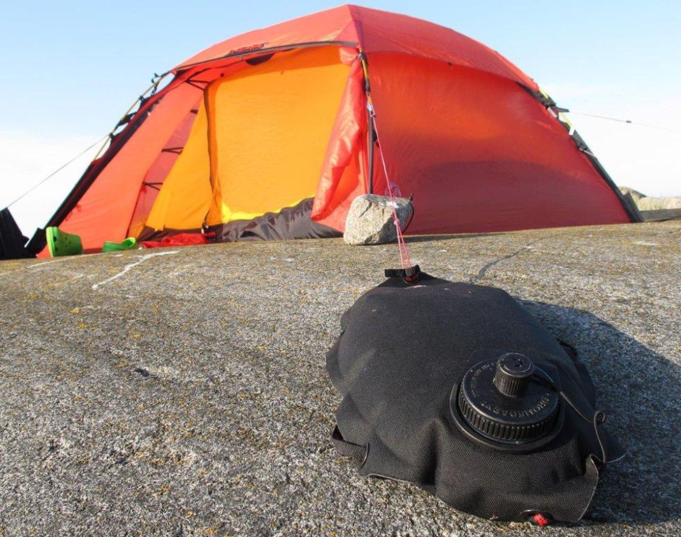 Vattenlägel håller tältet på plats