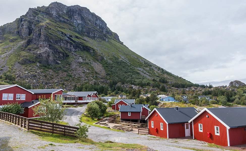 Rorbuhotell och Lovundfjell