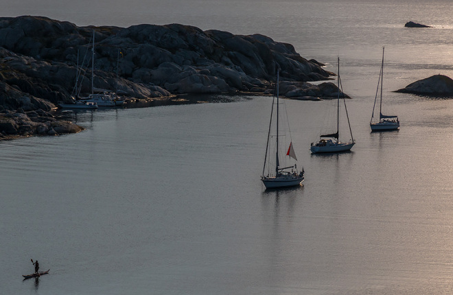 SUP i kajak i finljus på Rävholmen