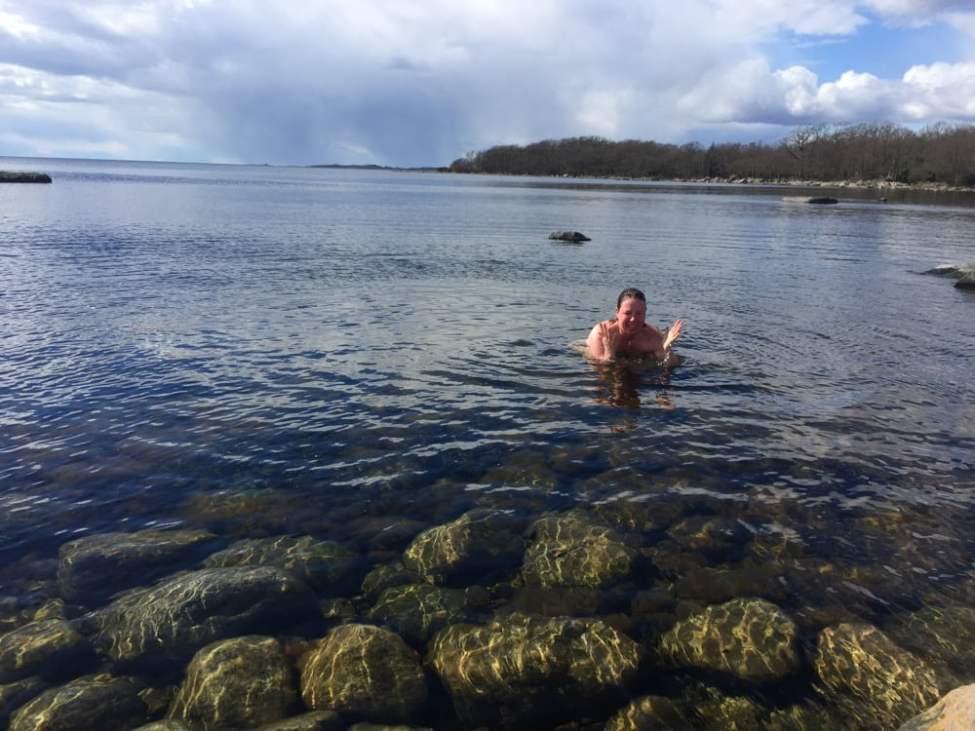 Pia tycker det är lite småkvalmigt i vattnet ;)